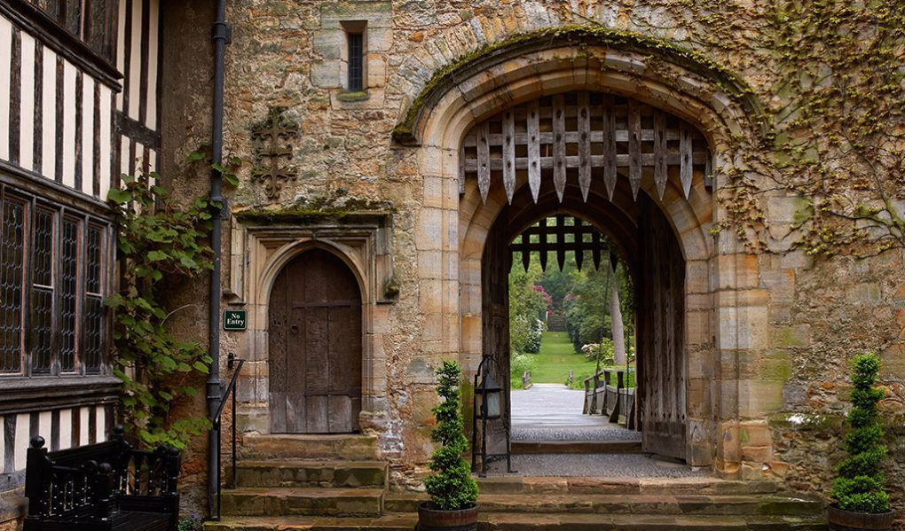 Hever Castle Rooms & Exhibitions Gate House