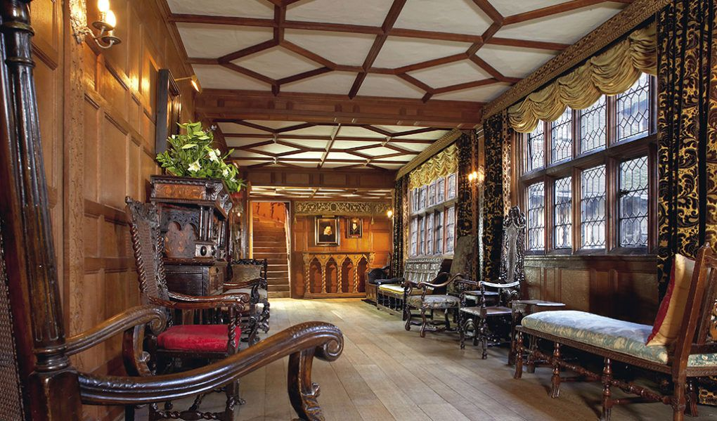Hever Castle Rooms & Exhibitions Staircase Gallery
